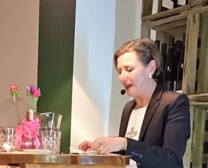 Ingrid Barouti bei Lesung